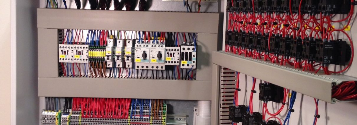 The inside of the control cabinet with the Siemens S7 PLC.